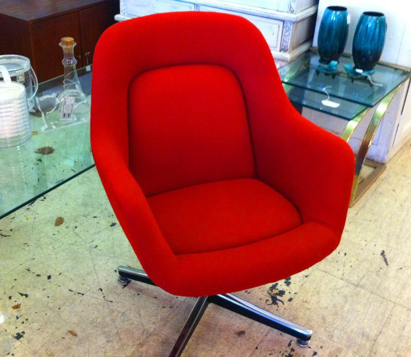 Knoll chair, red